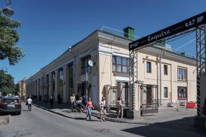 На Василеостровском рынке открылась летняя терраса. Посетителей ждут с 9 утра до 10 вечера