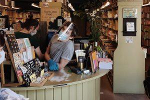«Волновались, как будто открываем магазин впервые». Как «Подписные издания» пережили карантин и что изменится в работе книжного