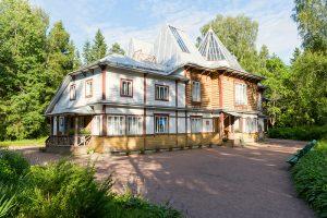 Как жили дачники Комарова и Репина до революции и что осталось от их домов? Рассказывает исследовательница старых дач