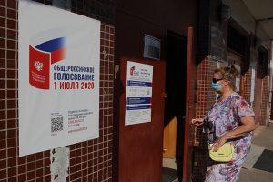 «С некоторыми голосующими приходит начальство». Члены комиссий и координатор «Голоса» — о нарушениях на голосовании по поправкам в Петербурге