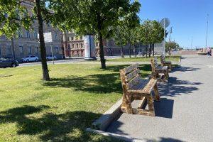 На Воскресенской набережной появились скамейки и деревянные настилы. Их установили местные жители
