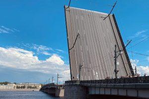 Как прошла репетиция дня ВМФ — с дневной разводкой мостов и парадом кораблей