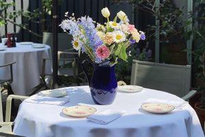Десять заведений Петербурга с уютными террасами —  от бара в секретном дворе на Фонтанке до ресторана в яблоневом саду