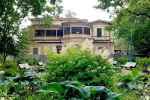 Реставрацию дачи Громова в Лопухинском саду планируют завершить к октябрю. Вот как здание выглядит сейчас