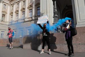У Горизбиркома прошла акция против поправок в Конституцию. Трех человек задержали