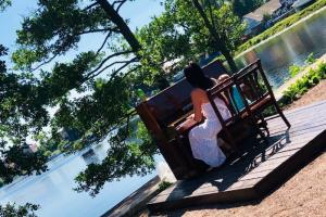 В Петербурге снова установили уличные пианино — на Васильевском острове и Малой Садовой улице