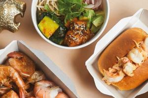 На Большой Морской открылся креветочный бар «Тигрица. Seafood, rrr!» от создателей Made in China