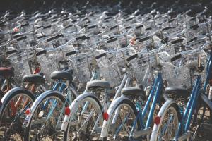 У станций метро в Московском районе до конца года установят семь перехватывающих велопарковок