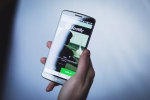 Spotify начнет работу в России 15 июля. Приложение уже можно скачать в App Store и Google Play