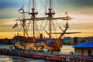 Корабль «Полтава» пришвартовался к Английской набережной. Его задействуют в параде ко дню ВМФ