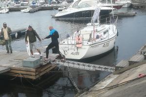 Приставы пришли в яхт-клуб на Петровской косе и срезали трапы, ведущие к судам