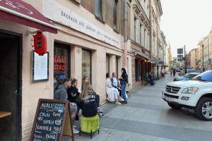 В Петербурге разрешение на работу получили более 1 тысячи летних кафе