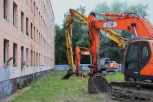 В Петербурге возобновляется программа реновации — первыми сносят дома в Красносельском районе. Что об этом известно