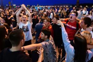 Во время пандемии центр Петербурга превратился в один большой рейв. Почему одни в восторге от вечеринок на Конюшенной и Рубинштейна, а других это бесит
