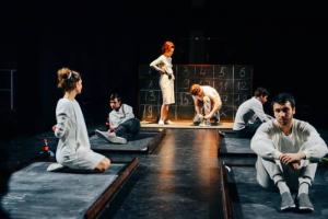 Независимым театрам Петербурга обещают выделить субсидии в конце августа, заявила член комиссии