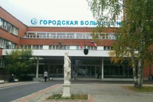 Петербургскую больницу оштрафовали на 200 тысяч рублей за несоблюдение мер против коронавируса. Там работал умерший от COVID-19 рентгенолог Виктор Парафило
