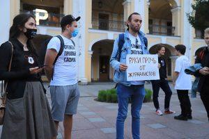 «Сегодня понятно — они каждый день будут кого-то хватать». Как в Петербурге прошли пикеты в поддержку Ивана Сафронова и других преследуемых журналистов