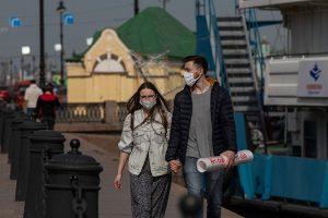 В Петербурге растет коэффициент распространения коронавируса. Для снятия ограничений он должен опуститься ниже 0,5