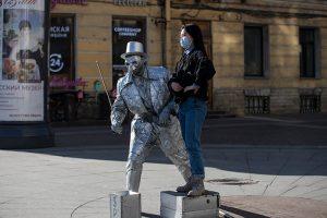Глава петербургского Роспотребнадзора назвала ожидаемым рост заболеваемости COVID-19 после отмены части ограничений