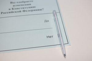 Как проходило голосование по поправкам в Петербурге: вбросы бюллетеней, коронавирус у членов комиссий и участки во дворах