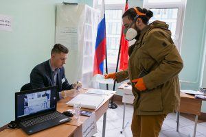 В Петербурге поправки к Конституции поддержали 2,2 млн человек — более 77 % проголосовавших. Явка составила почти 75 %