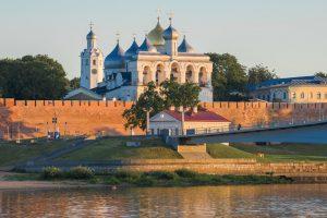 Театр, похожий на космический корабль, старинные церкви и медовуха в купеческом доме. Приезжайте в Великий Новгород