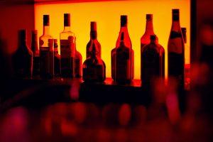 Мой любимый бар закроется? Там перестанут продавать алкоголь? Отвечаем на главные вопросы про закон о «наливайках»