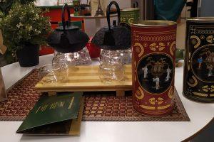 Петербуржцы снова жалуются на чайных промоутеров, но магазин Hangetsu закрыт. Кто теперь работает на Невском