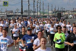 Восемь тысяч человек пробежали полумарафон по Петербургу. Одна фотография