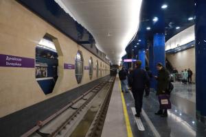 Петербуржцы жалуются, что пассажиров перестали пускать в метро без масок. В метрополитене говорят, что так было и раньше