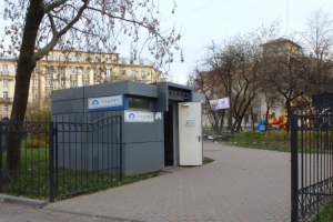 В Петербурге у станций метро и в парках открыли общественные туалеты — на их отсутствие жаловались горожане