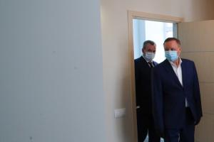 Беглов поручил усилить контроль за соблюдением масочного режима в Петербурге