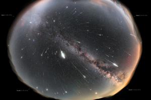В ночь на 12 августа петербуржцы смогут увидеть метеорный поток Персеиды. Это один из самых ярких звездопадов года