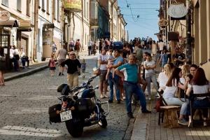 Этим летом Выборг стал филиалом Европы. Из-за закрытых границ там сотни туристов, отели и кафе переполнены