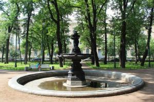 В Смольном пообещали восстановить фонтаны в Румянцевском саду вне очереди. Один из них повредили во время «Алых парусов» в 2011 году