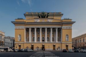 Александринский театр покажет спектакль в WhatsApp. В его основе лежат реальные истории подростков