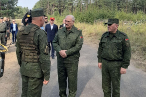 Лукашенко поручил закрыть бастующие предприятия. И заявил, что 60 % фотографий пострадавших при разгонах протестов — фейки