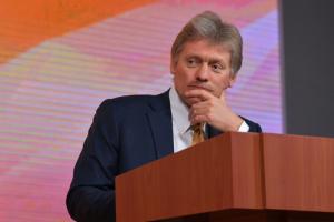 Кремль пока не видит поводов для уголовного расследования отравления Навального и не признает свою причастность, заявил Песков