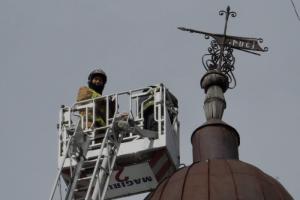 С крыши доходного дома на 4-й Советской демонтировали исторический флюгер