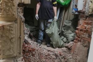 В доме середины XIX века на Васильевском острове прорубили дверь в стене