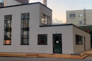 В сентябре в «Ленполиграфмаше» откроется двухэтажный бар от команды «Футуры». В меню — блюда с жареной курицей