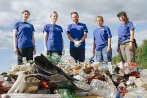 Greenpeace обнаружил более 200 кг мусора у побережья Нижне-Свирского заповедника в Ленобласти