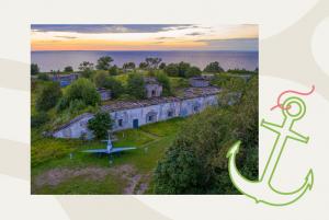 В Кронштадте — форты, вид на залив и заказник. Приезжайте посмотреть на «тюленью гряду» и старейший маяк России
