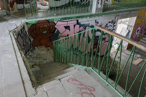 Как выглядит заброшенный Невский рынок. Его обещали отреставрировать — теперь там рисуют граффити и снимают постапокалиптические видео
