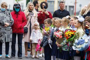 «Приходится разрешать детям есть на уроке». Петербургские учителя — о первой неделе учебного года с новыми правилами