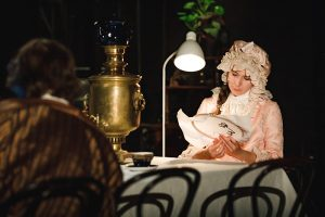 Это «Русская классика» — новая постановка Дмитрия Волкострелова. Он создал пять версий спектакля по главным произведениям XIX века