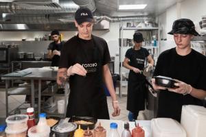 Какие сервисы в Петербурге быстро доставляют домашнюю еду? «Готово», «Яндекс.Лавка» и еще два проекта
