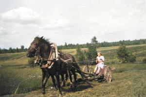Это паблик с архивными снимками Приозерского района. Посмотрите, как учились финские дети, как строили ГЭС на реке Волчья и как рыбачили на Суходольском озере