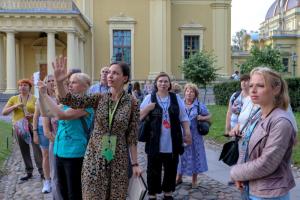 Власти Петербурга разрешили музеям и паркам принимать экскурсионные группы