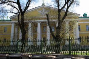 Мариинскую больницу оштрафовали на 100 тысяч рублей. Во время пандемии там не обеззараживали постельное белье и вовремя не передавали данные о смертях от коронавируса